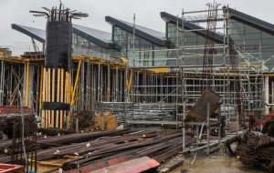 Lotnisko się rozbudowuje. Kamień węgielny na budowie pirsu