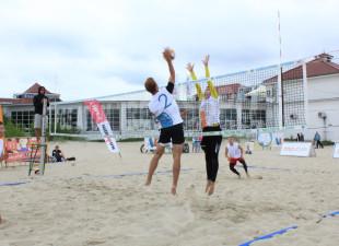 Zajęcia i turnieje sportowe na plażach w Trójmieście