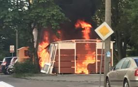 Seria pożarów wiat śmietnikowych na Chełmie. Możliwe podpalenia