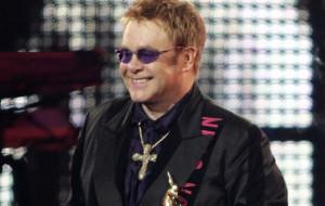Medal dla Eltona Johna od Lecha Wałęsy