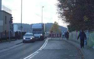 Bariera przed Tesco blokuje dojazd rowerzystom