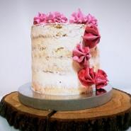 Tort w stylu Naked Cake