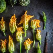 Kwiaty cukinii na patelni