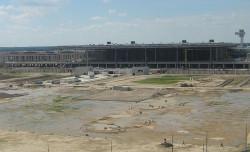 Podberlińskie lotnisko Berlin Brandenburg Flughafen jest od wielu lat ogromnym placem budowy. Nz. stan z lata 2011 r.