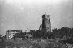 Kościół bardzo ucierpiał podczas ostatniej wojny.