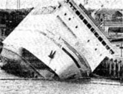 Jan Heweliusz od początku miał problemy ze statecznością, które jeszcze powiększyły się po nielegalnym wylaniu na jeden z pokładów kilku ton betonu.