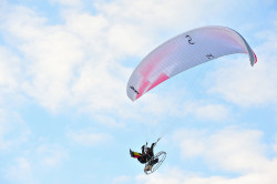 Paralotniarze latali nad Gdynią dla WOŚP.