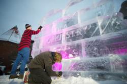Bryła lodu zamienia się w serce WOŚP.