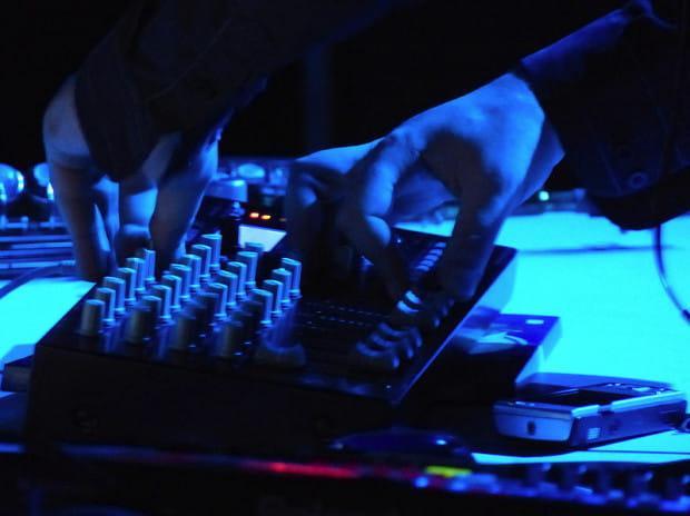 Modulatory składają się z wykładów oraz części imprezowej. W sobotę koncert da zespół 2g grający eksperymentalną elektronikę.
