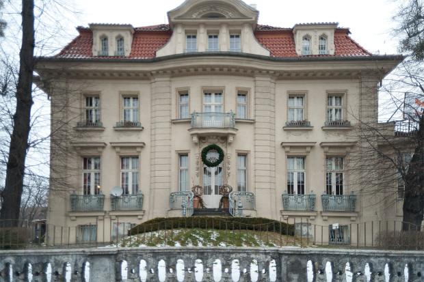 Willa zbudowana przez Rudolfa Patschkego, wygląda niemal jak pałac.