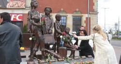 Miasto natomiast wyłożyło 860 tys. zł na pomnik Kindertransportów.