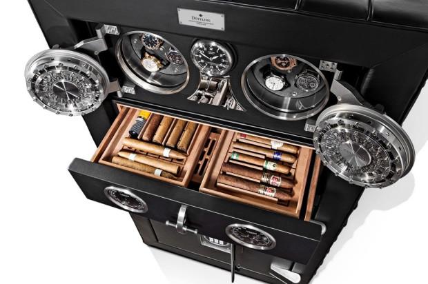 Dziś z sejfów korzystają głównie kolekcjonerzy zegarków, cygar i cennych kolekcji numizmatycznych. Na zdjęciu model The Fortress niemieckiej firmy Dottling, z wieloma dostosowanymi do tego rodzaju zbiorów kieszeniami.