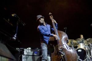 Podczas trasy koncertowej Chrisowi Bottiemu towarzyszą znakomici muzycy, m.in. basista Richie Goods (na zdjęciu).