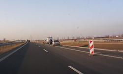 Drogówka kontrolująca prędkość na Trasie Sucharskiego w kierunku centrum Gdańska.