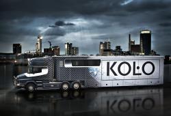 Firma Koło zleciła Kaniewskiemu projekt obwoźnego salonu łazienek. Na dachu znajduje się taras.