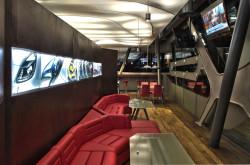 Pierwsza futurystyczna kawiarnia na stacji paliw Orlen została otwarta na początku grudnia 2011 w Gdańsku przy al. Grunwaldzkiej 258.