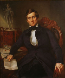 Portret kupca Johna Sprota Stoddarta autorstwa Louisa Friedricha Rudolpha Sy'a trafił do zbiorów Muzeum Historycznego Miasta Gdańska dzięki wsparciu ze strony właścicieli Browaru Amber w Bielkówku, Danuty i Andrzeja Przybyłów.