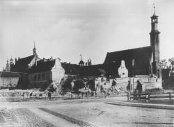 Rozbiórka fortyfikacji przed kościołem św. Elżbiety w latach 90. XIX wieku.