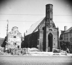 Kościół św. Elżbiety podczas odbudowy.
