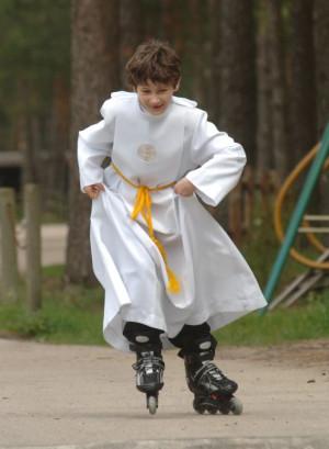Maj to czas komunii i ... prezentów, na które dzieci czekają najbardziej. Są jednak tacy, którzy do Komunii Świętej nie przystępują.