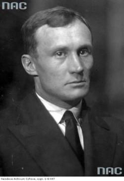 """Władysław Szczęsnowicz, ocalały marynarz w katastrofie holownika """"Górnik""""."""