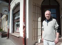 Andrzej Paradowski prowadzi na Wajdeloty cukiernię, która należy do jego rodziny od 1945 r. Remont dotknie go bezpośrednio z końcem listopada.