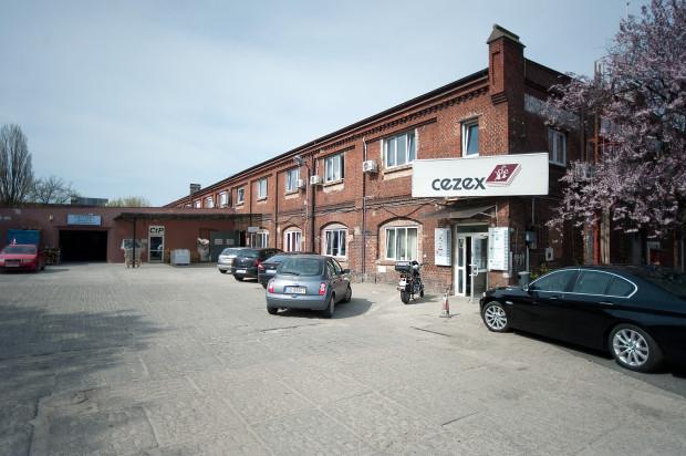 W tym budynku przy al. Grunwaldzkiej 209 przed wojną mieściła się fabryka Gunther Wagner Pelikan Danzig Langfuhr. Po wojnie działały tu firmy papiernicze.