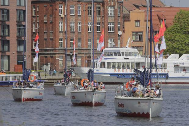 Gimnazjaliści z gdańskich szkół dzięki Programowi Edukacji Morskiej mogą poznać miasto od strony wody i posmakować żeglarskiej przygody.