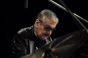 Wojciech Karolak zaliczany jest do grona największych wirtuozów organów Hammonda w Europie. Jest również znakomitym pianistą, saksofonistą, kompozytorem i aranżerem.