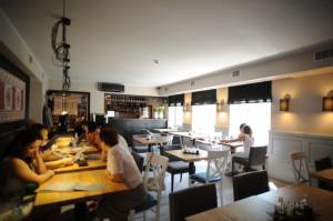 Bistro Kos to teraz restauracja na trzech poziomach w dwóch połączonych kamienicach.