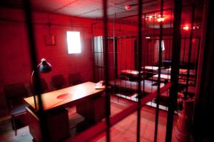 Każde pomieszczenie w klubie jest stylizowane według innego klucza. Wrażenie robi sala więzienna.