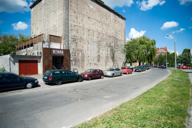 Klubogaleria Bunkier przy ul. Olejarnej to ponad tysiąc metrów kwadratowych przestrzeni poświęconej muzyce i sztuce.