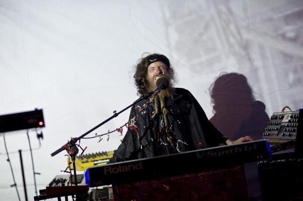 Szaman muzyki elektronicznej Władysław Komendarek w koncertowym transie.
