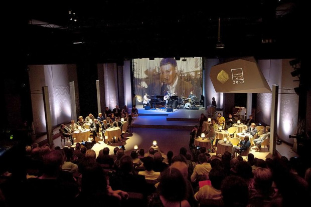 Finał ubiegłorocznej Nagrody Literackiej Gdynia odbył się w przestrzeni Nowej Sceny Muzycznego, zaaranżowanej na przytulną kawiarnię. Jak będzie tym razem, przekonamy się 22 czerwca. Początek Gali o godz. 17:30 (osoby posiadające zaproszenia powinny zjawić się w teatrze pół godziny szybciej).
