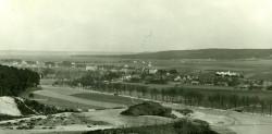 Tak w latach 30. ubiegłego wieku wyglądała gdyńska Chylonia. Wśród zabudowań widać kościół św. Mikołaja.