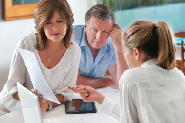Umowę małżeńską majątkową można, i warto, zawrzeć zawsze kiedy jedno z małżonków w związku z wykonywaną pracą może mieć problemy finansowe.