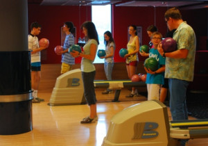 Szkółka bowlingowa może okazać się idealną opcją dla dzieci, które lubią zdrową rywalizację.