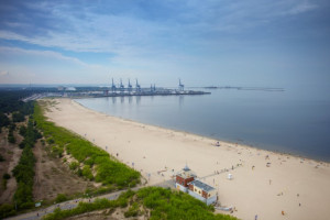 Na publicznej plaży na gdańskich Stogach będzie utworzony punkt widokowy, z którego będzie można podziwiać największy kontenerowiec świata.