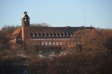 Dawne schronisko młodzieżowe na Biskupiej Górce (obecnie we władaniu policji) zrealizowane przez nazistowskie władze miasta, miało być wstępem do planów budowy obiektów na jeszcze większą skalę.