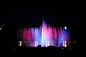 Pokazy fontanny tańczącej do muzyki Mozarta można zobaczyć w czwartek i piątek o godz. 21:15.