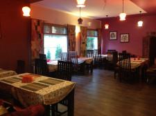 W restauracji Mantra znajdziemy dużo tekowego drewna i oryginalnych dodatków.