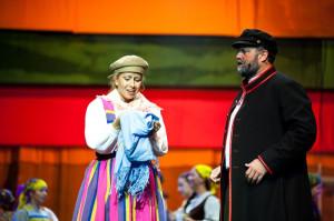 Maciej Boryna (Bernard Szyc) i Jagna (Karolina Trębacz) - on porywczy, ale wrażliwy przywódca i wierny kochanek, ona - zagubiona, otwarta na mężczyzn dziewczyna. Ich związek nie mógł się udać.