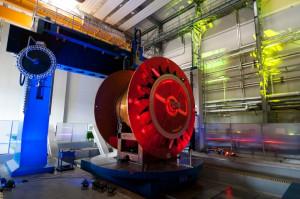 Maszyna ta może obrabiać elementy o wadze nawet 120 ton.