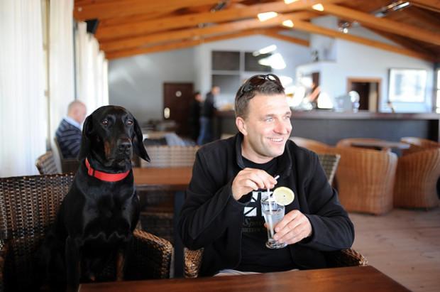 Nie każdy pies jest mile widziany w restauracji czy pubie zwłaszcza w okresie jesienno-zimowym.