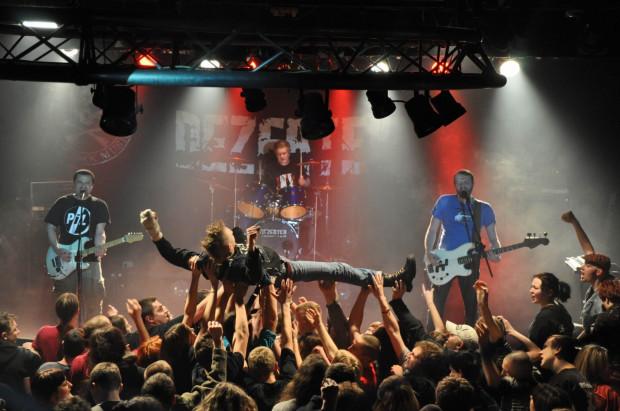 W czwartek w klubie Parlament zagrają stare polskie kapele rockowe: Dezerter (nz.), Moskwa i Brudne Dzieci Sida.