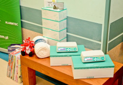 Oddział Hematologii Dziecięcej UCK wzbogacił się o nowy sprzęt medyczny - dwie pompy infuzyjne, pulsoksymetry i bionecteury.