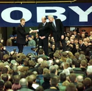 Pierwsze spotkanie Platformy Obywatelskiej w hali Olivia. Od lewej Donald Tusk, Maciej Płażyński i Andrzej Olechowski. 24.01.2001