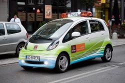 Podczas ubiegłorocznego Maratonu Solidarności samochody elektryczne wspomagały działania organizatorów biegu.