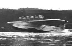 Dornier Do-X miał dużą masę, ale i tak startował na tyle dynamicznie, że ówczesny fotograf nie był w stanie go dobrze sfotografować.