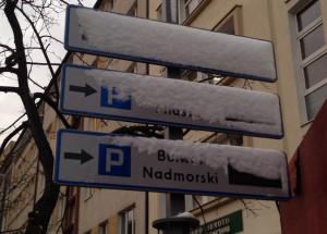 Śnieg, który spadł w ostatnich godzinach zdążył już zakryć nowe tablice. Urzędnicy obiecują, że gdy zaczną być użyteczne, będą regularnie czyszczone i konserwowane.